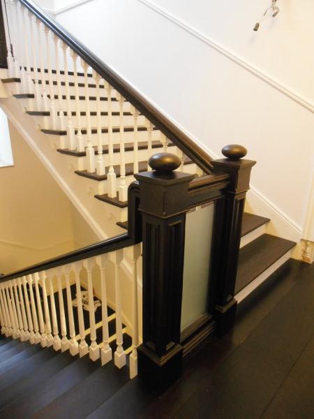 Покрытие деревянной лестницы: разнообразие материалов