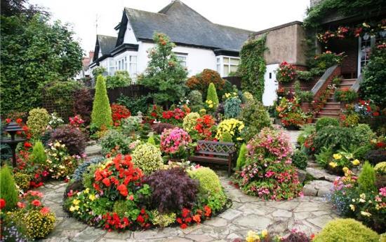 Стили ландшафтного дизайна: эклектика, французский и английский сад