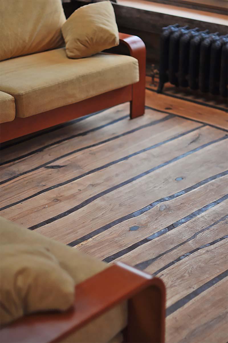 Стеклянный или деревянный журнальный столик