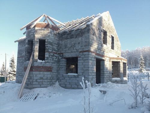 Строительство в зимний период: как сохранить качество