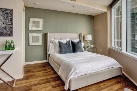 Где поставить кровать в спальне?