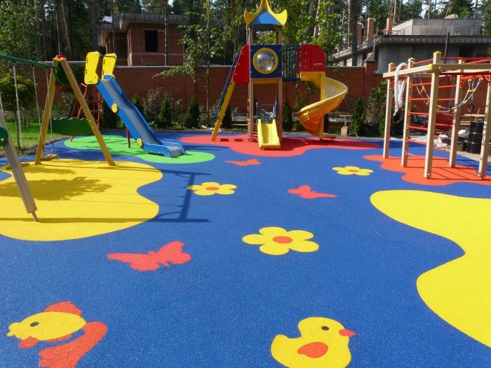 Выбираем покрытие для детских площадок на даче