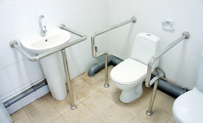 Поручни для инвалидов в туалет и ванную: 5 советов по выбору